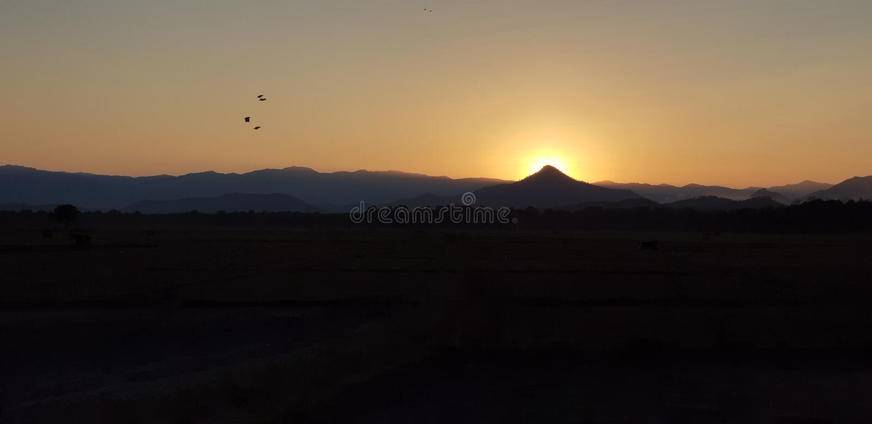 Montagne de coucher du soleil photo libre de droits