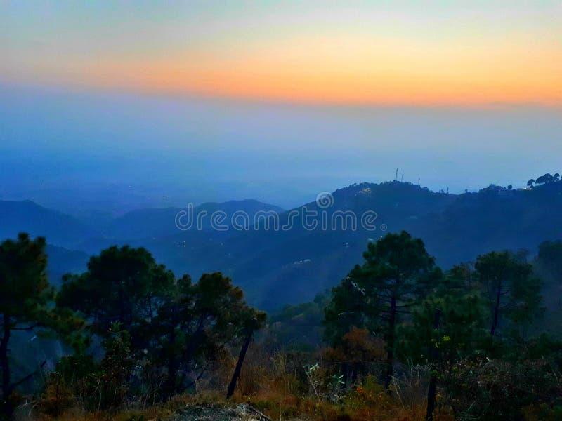 Montagne de coucher du soleil image libre de droits