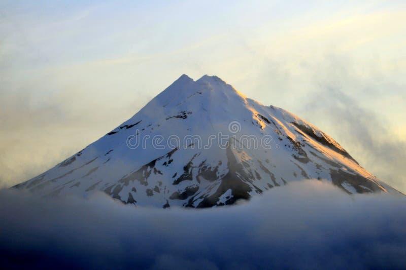 Montagne de coucher du soleil photographie stock