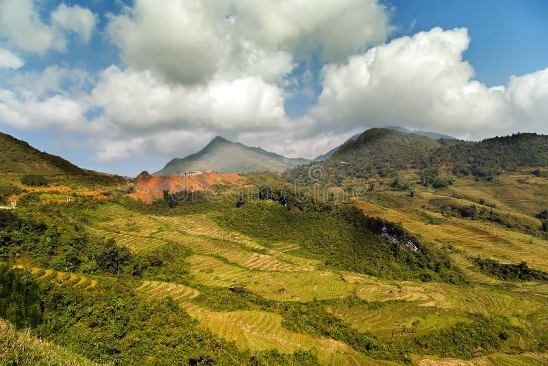 Download Montagne de Fansipan image stock. Image du province, landmark - 56476761
