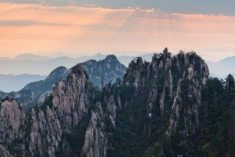 Montagne de jaune de montagne de Huangshan dans Anhui, Chine photographie stock libre de droits