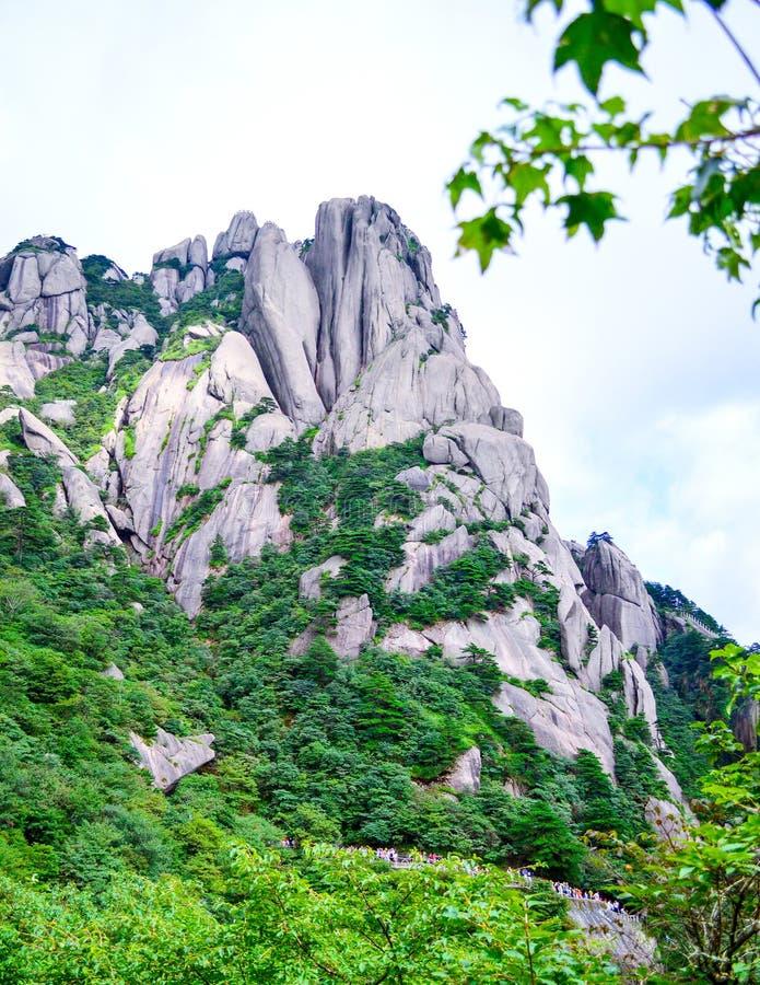Montagne de jaune de Huangshan de montée de visiteurs à la province d'Anhui Chine images stock