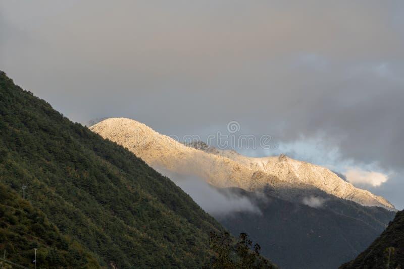Montagne de Jinshan sur le plateau occidental de Sichuan photos libres de droits
