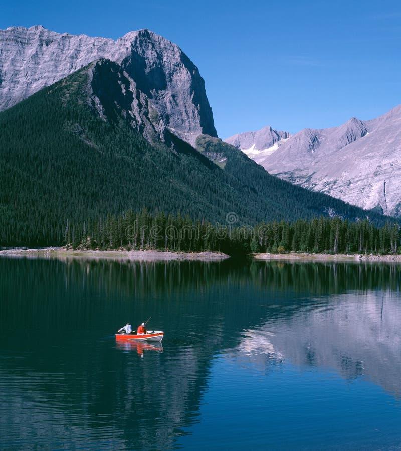 montagne de lac de pêche d'Alberta Canada photos stock