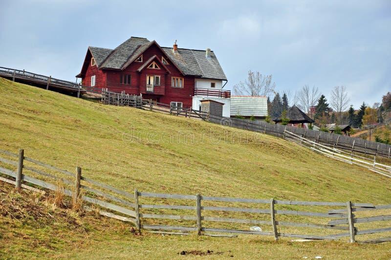 Montagne de maison photographie stock libre de droits