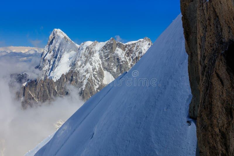 Montagne de Mont Blanc, vue d'Aiguille du Midi france image stock