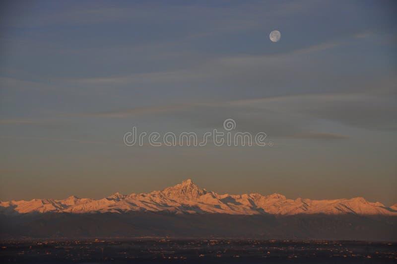 Montagne de Monviso dans les Alpes images stock