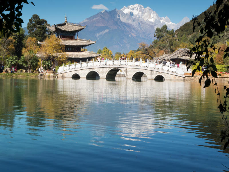 Montagne de neige de dragon de jade, Lijiang images libres de droits