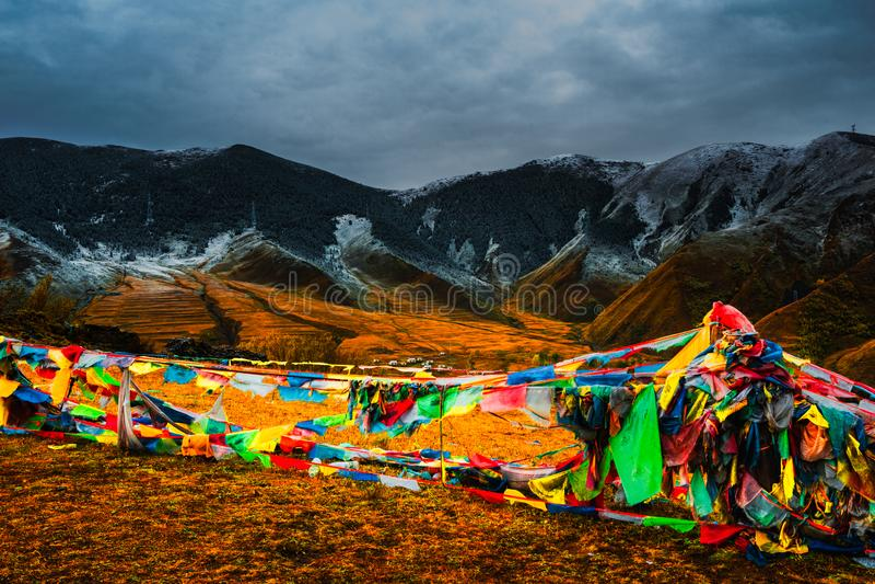 Montagne de neige de plateau dans le plateau occidental de Sichuan image stock