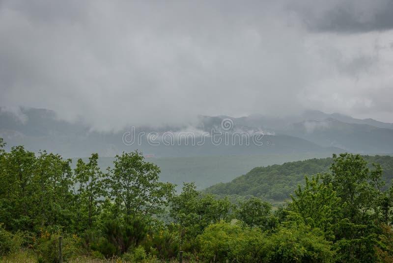 Montagne de Palencia du point de vue d'Alto de las Matas photographie stock