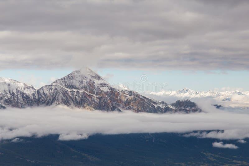 Montagne de pyramide en jaspe, Alberta, Canada photos stock