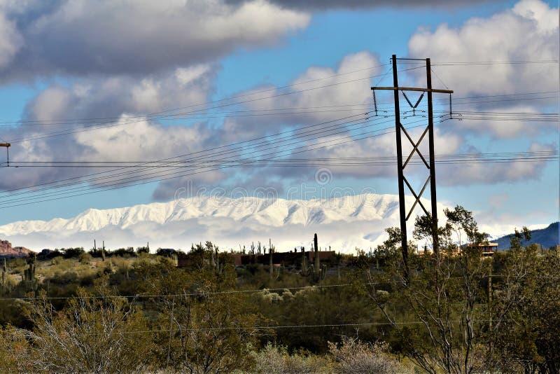 Montagne de quatre crêtes dedans, réserve forestière de Tonto, Arizona, Etats-Unis image stock