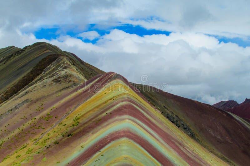 Montagne de Siete Colores près de Cuzco photos stock