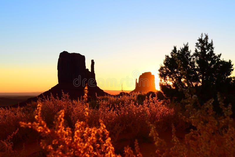 Montagne de silhouette image libre de droits