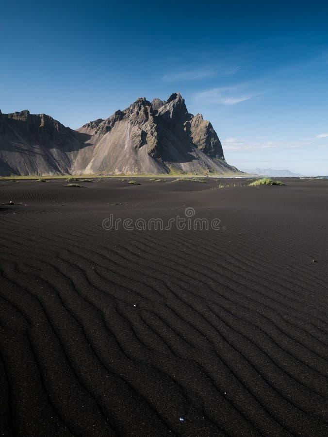 Montagne de Vestrahorn à la péninsule de Stokksnes en Islande photos stock