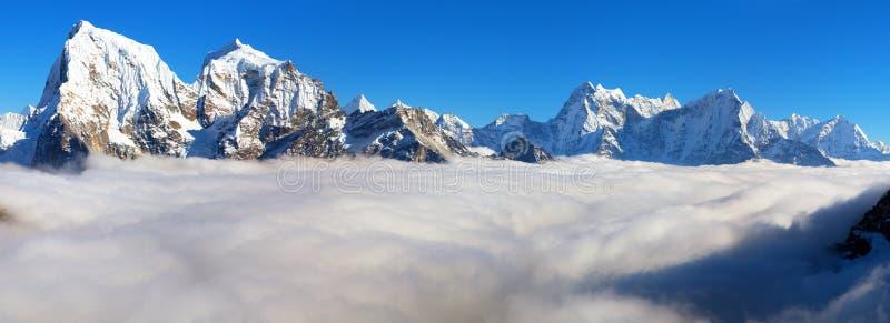 Montagne dell'Himalaya del Nepal, valle di Khumbu, Solukhumbu fotografie stock libere da diritti