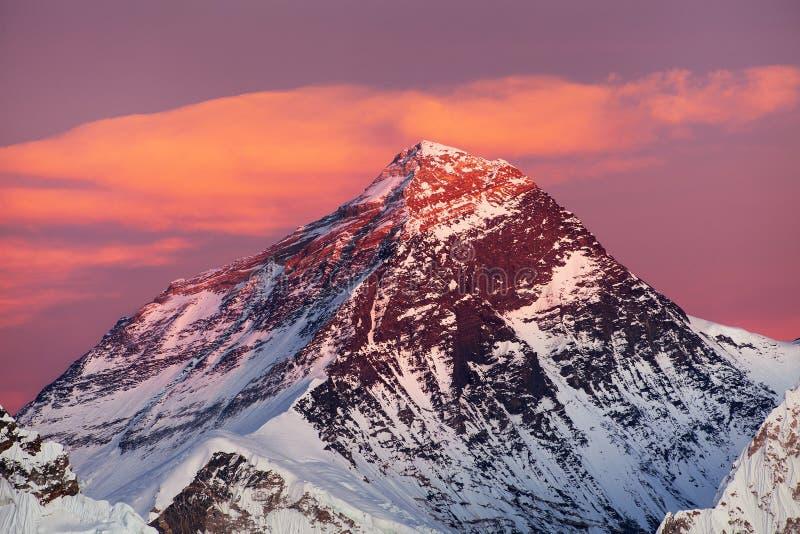 Montagne dell'Himalaya dell'Everest Nepal che uguagliano tramonto fotografia stock libera da diritti