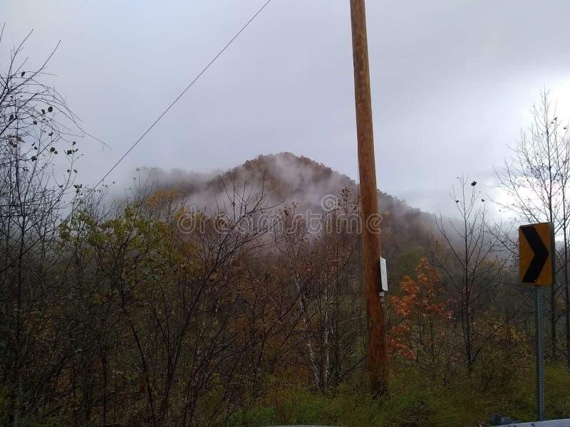 Montagne della contea di Clay Kentucky di primo mattino dopo pioggia fotografia stock libera da diritti