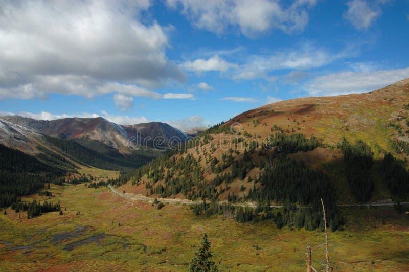 Montagne di Colorado sul modo ad Aspen fotografia stock libera da diritti
