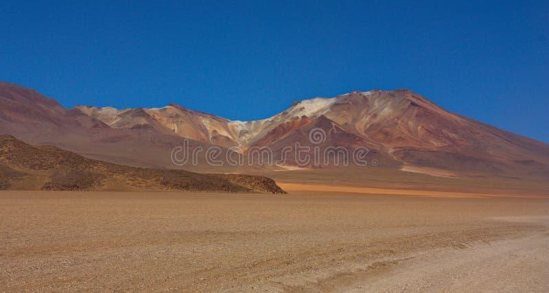 Montagne di colore su Altiplano in Bolivia fotografia stock