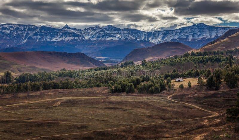Montagne di Drakensberg al crepuscolo immagine stock
