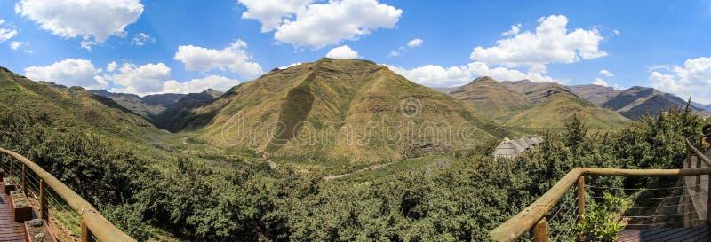 Montagne di estate nel Lesotho, visto dalla casetta di Maliba immagini stock libere da diritti