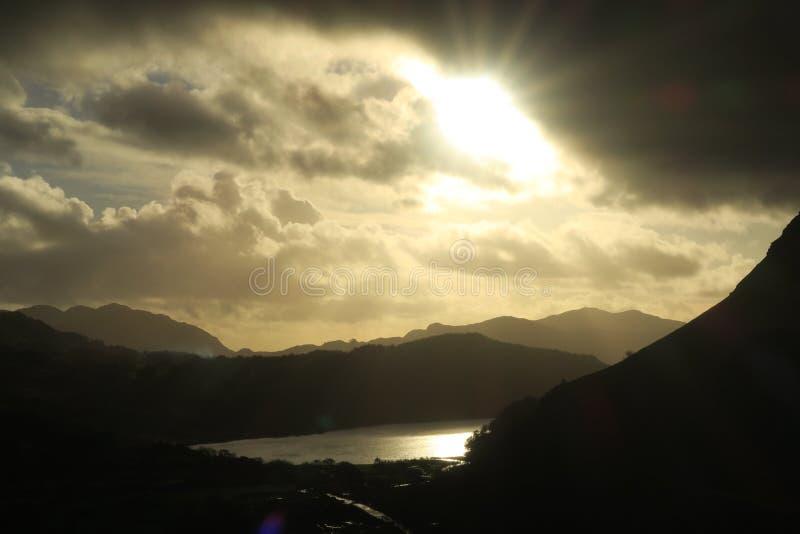 Montagne di Lingua gallese vicino a Llanberis fotografia stock