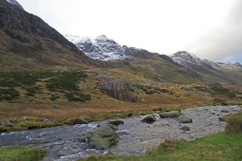 Montagne di Lingua gallese vicino a Llanberis fotografia stock libera da diritti