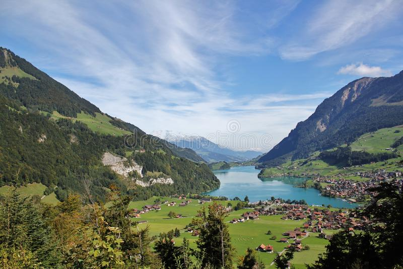 Montagne di Lungern del lago fotografia stock