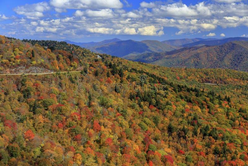 Montagne di Ridge blu in autunno fotografie stock