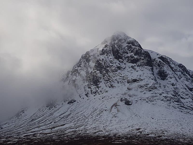 Montagne di Snowy della Scozia immagine stock libera da diritti