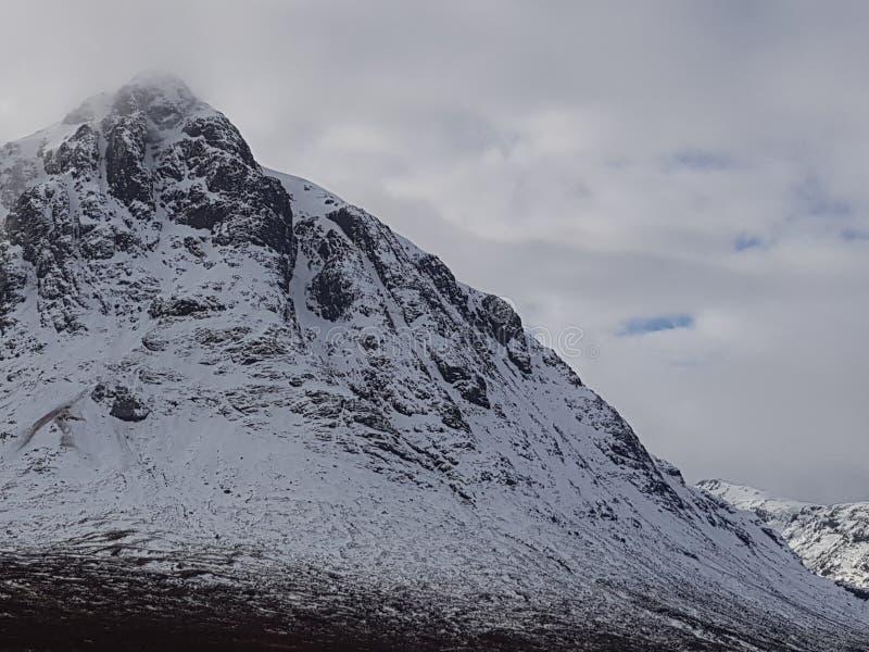 Montagne di Snowy della Scozia fotografia stock
