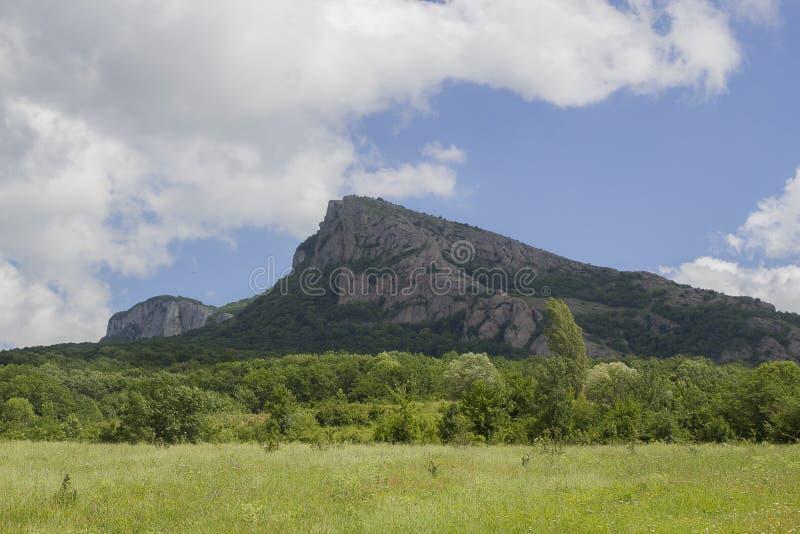 Montagne e campi della Crimea immagini stock