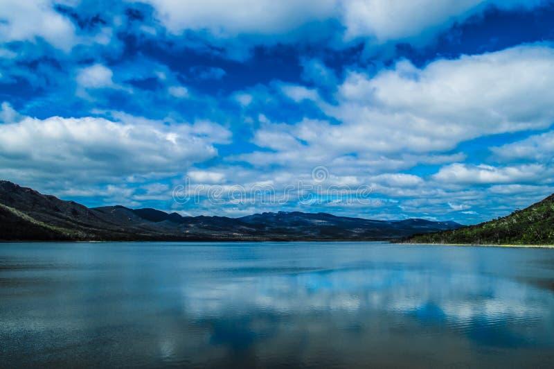 Montagne e fiumi fotografia stock libera da diritti