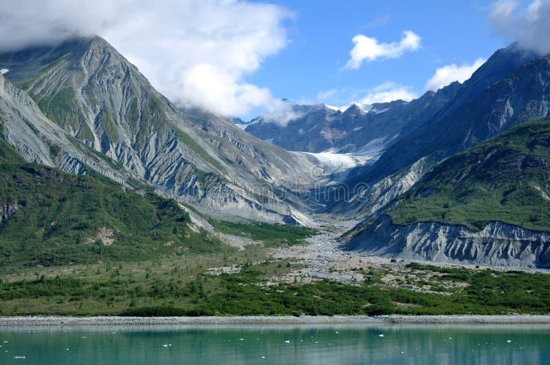 Montagne e valle glaciale, baia di ghiacciaio Alaska fotografia stock libera da diritti