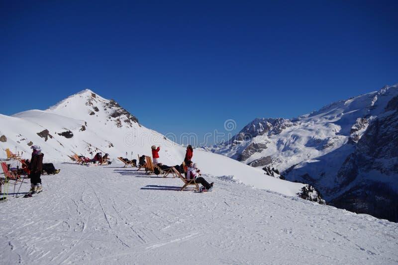 Montagne e wintersport di inverno fotografie stock libere da diritti
