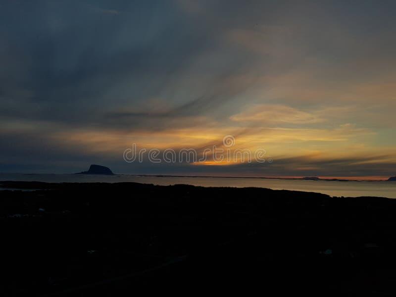Montagne en mer photo libre de droits