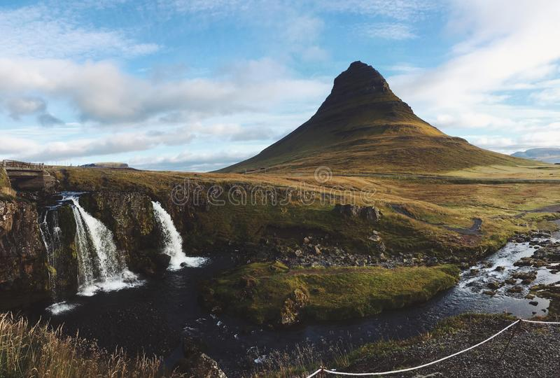 Montagne et cascades de Kirkjufell photos libres de droits