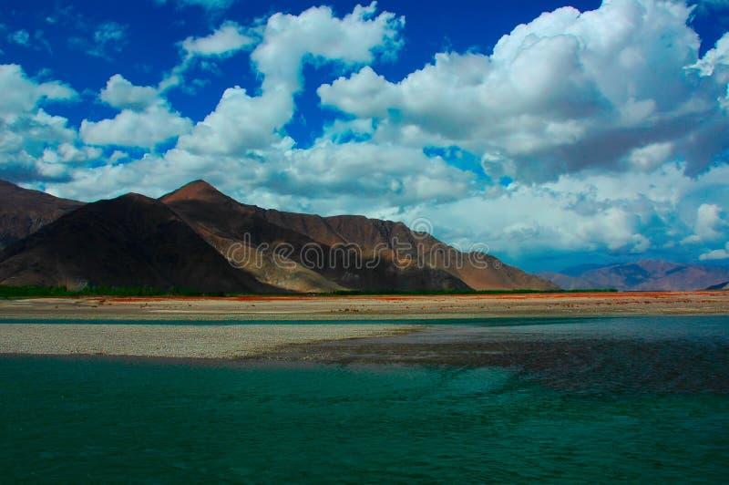 Montagne et ciel photo libre de droits