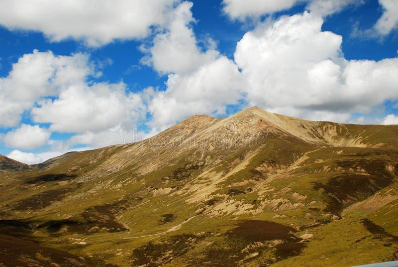 Montagne et ciel au Thibet photographie stock