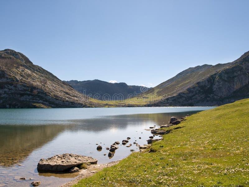 Montagne et lac photos libres de droits