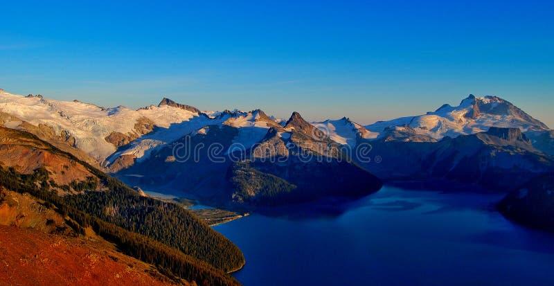 Montagne et lac de Garibaldi photographie stock