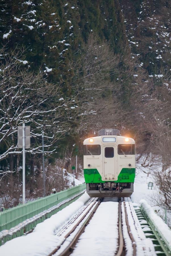 Download Montagne Et Neige Du Japon Avec Le Train Local Photo stock - Image du neige, local: 87701488