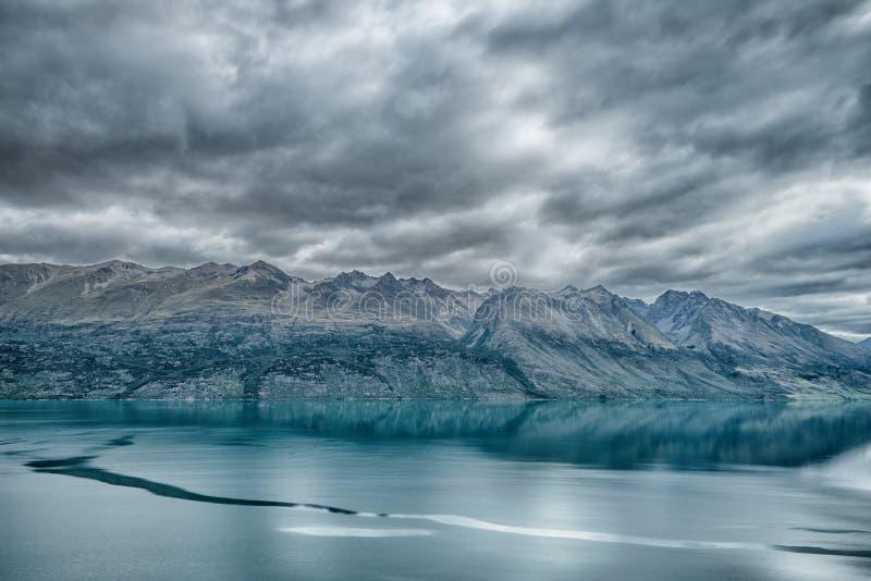 Montagne et paysage de lac image stock