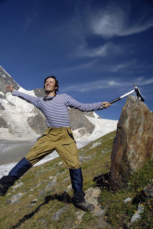 montagne excited de 3 grimpeurs photos stock