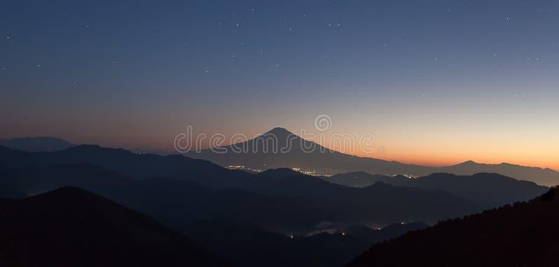 Download Montagne Fuji image stock. Image du lumineux, saison - 87701765