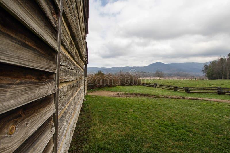 Montagne fumeuse Tennessee Log Cabin With une vue photo libre de droits