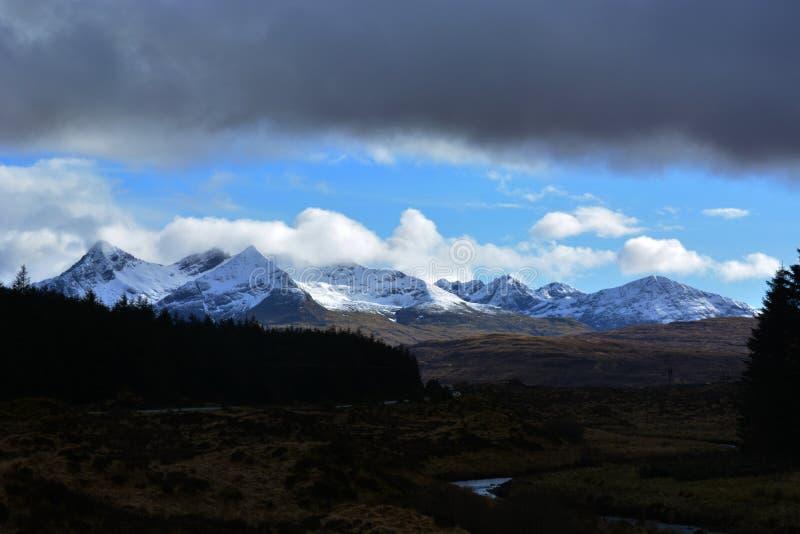 montagne Ghiaccio-ricoperte in Scozia fotografie stock