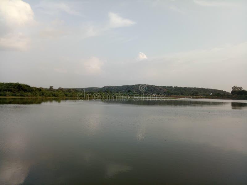 Montagne, lac, l'eau images libres de droits