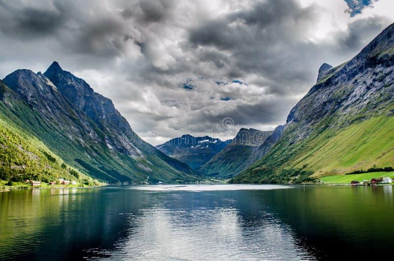 Montagne in Norvegia del Nord immagini stock